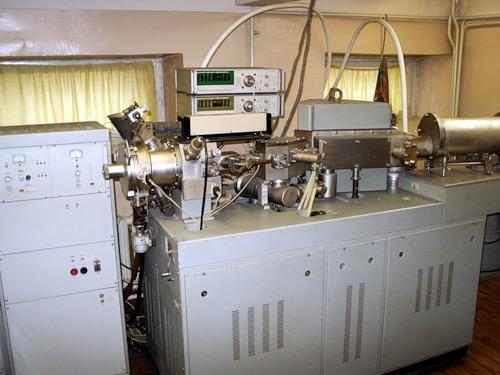 масс-спектрографы начала выпускать одна